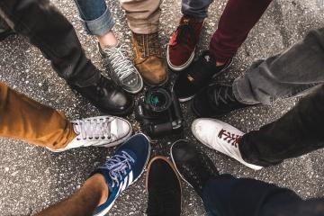 camera-feet-footwear-5733151.jpg